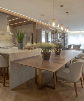 Apartamento garden, DENMARK cabral, 3 suítes, 475 m² privativos, sendo 203 m² de área externa, face norte, 4 vagas de garagem e 2 depósitos.